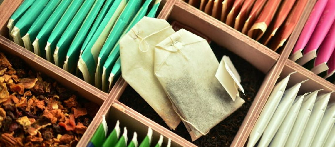 Saquetas de chá microplásticos
